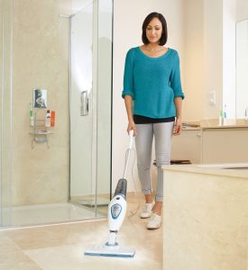 Le balai vapeur est le compagnon idéal pour nettoyer toutes les pièces de la maison et toutes les surfaces